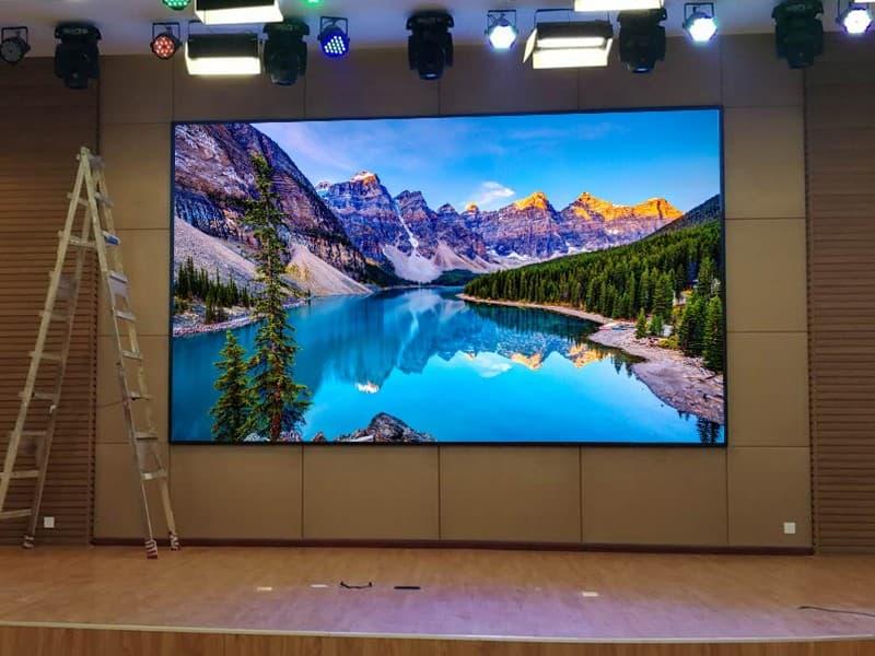 Màn hình LED P5 trong nhà có kích thước màn hình lớn, rộng