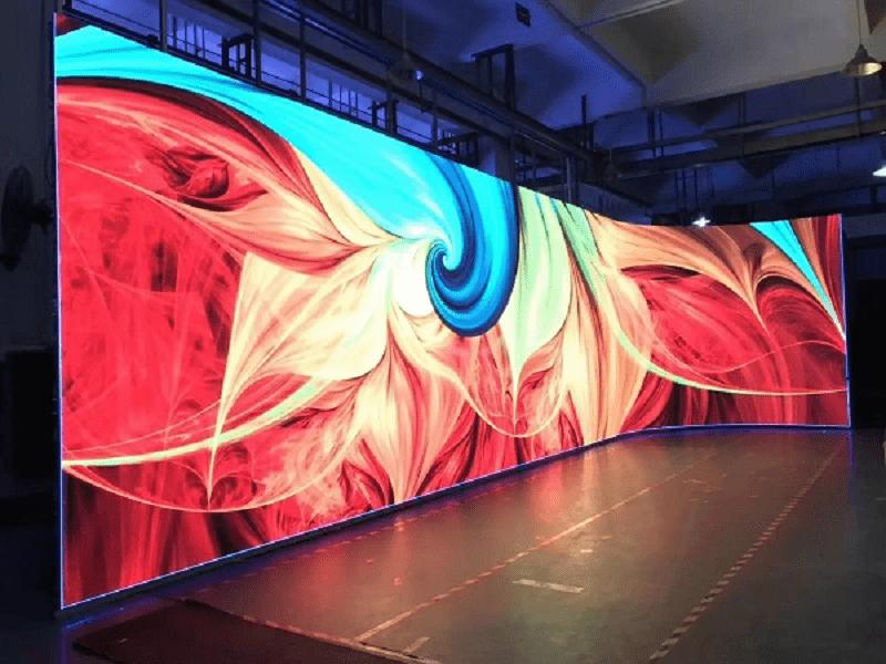 Công nghệ màn hình LED cong mang đến trải nghiệm vô cùng ấn tượng