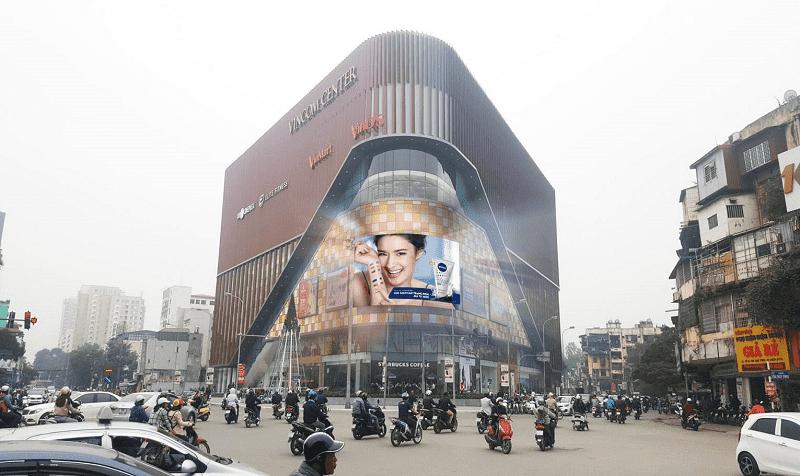 Ngày nay, chúng ta có thể bắt gặp quảng cáo bằng màn hình LED ở khắp mọi nơi