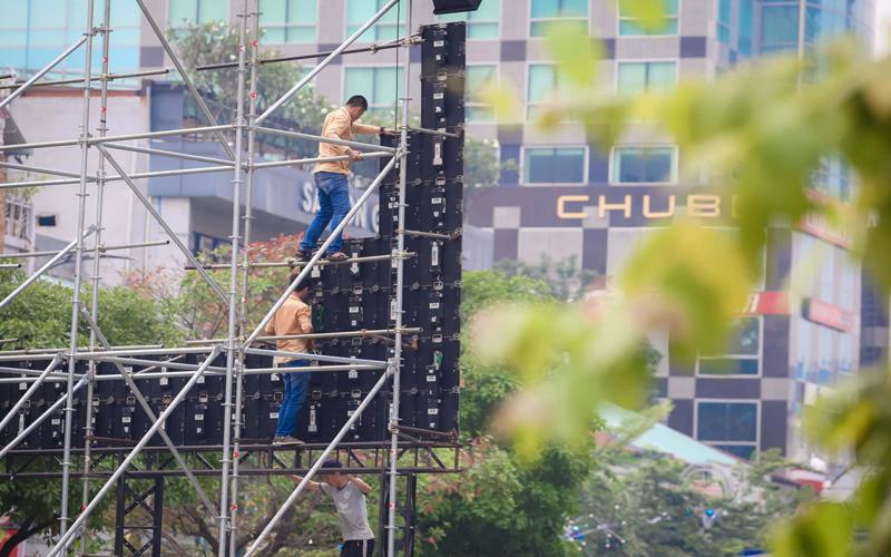 Quá trình thi công lắp đặt màn hình LED ngoài trời tại Hà Nội