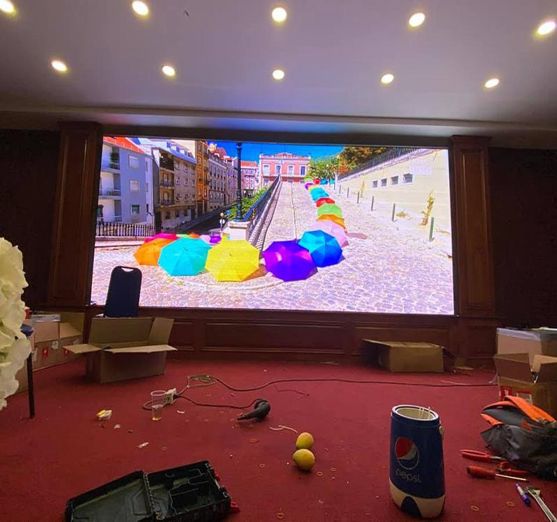 Quá trình thi công lắp đặt màn hình LED trong nhà