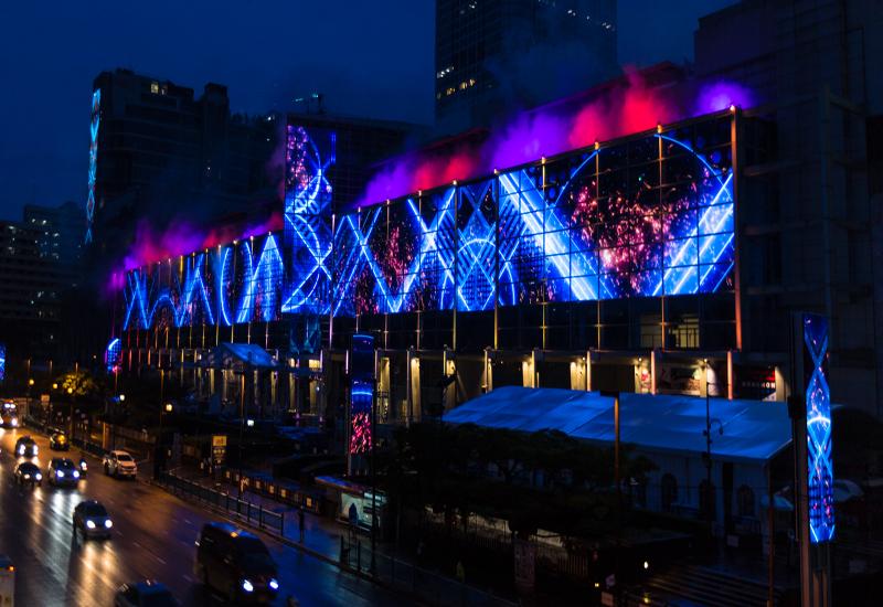 Bữa tiệc âm thanh - ánh sáng đến từ LED Glass Wall của Bangkok
