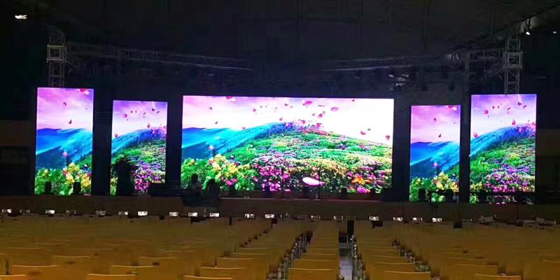 Dải màu của màn hình LED P3.91 trong nhà trải rất rộng từ 8 - 16
