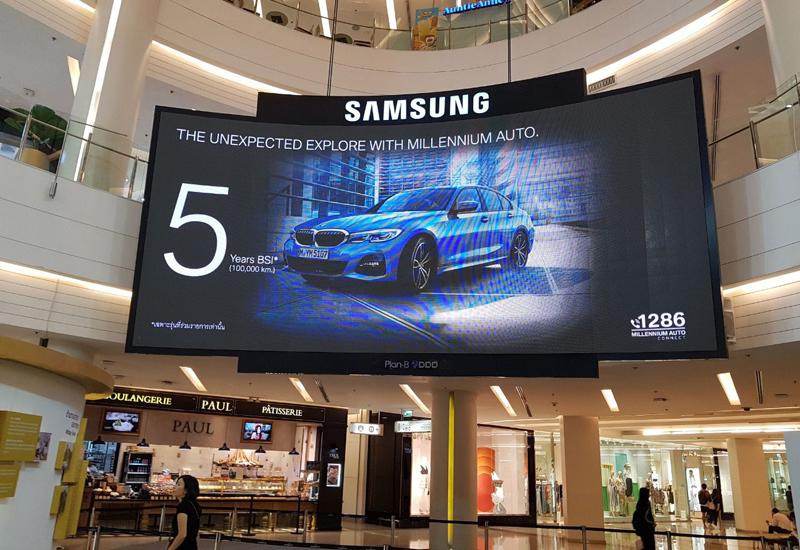 Màn hình LED quảng cáo thường được sử dụng trong các trung tâm thương mại lớn
