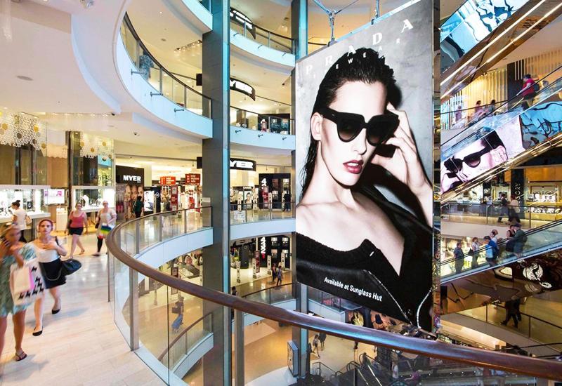 Màn hình LED tại sảnh của một thương hiệu thời trang cao cấp
