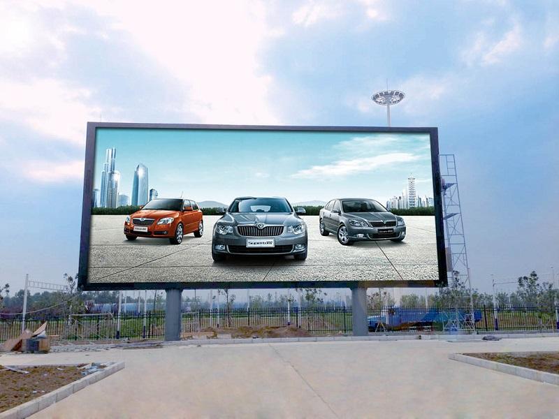 So với màn hình trong suốt, màn hình thường nặng và cồng kềnh hơn