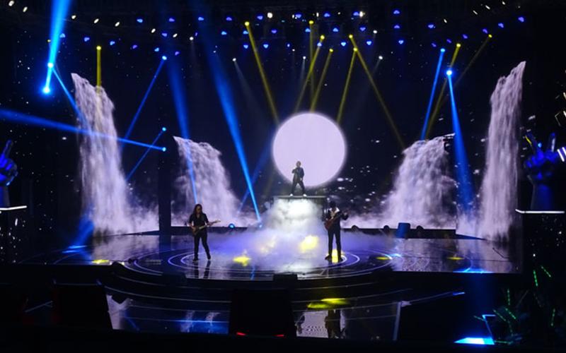 Sân khấu hoành tráng là một trong những điểm thu hút của chương trình